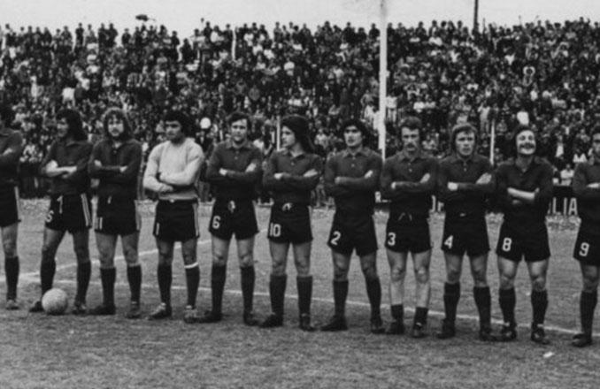 Trinche Carlovich junto a sus compañeros de Central Córdoba - Odio Eterno Al Fútbol Moderno