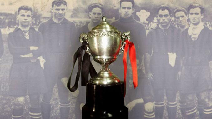 Réplica de la Copa del Rey ganada por el Arenas de Getxo en 1919 - Odio Eterno Al Fútbol Moderno