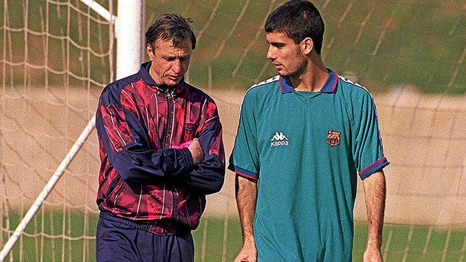 Cruyff junto a Guardiola durante su periplo como entrenador del FC Barcelona - Odio Eterno Al Fútbol Moderno