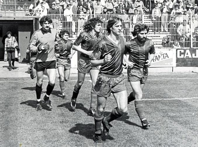 Johan Cruyff durante su etapa en el Levante UD - Odio Eterno Al Fútbol Moderno