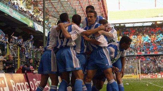 Celebración del gol de Donato que acercaba la Liga 99-00 al Dépor - Odio Eterno Al Fútbol Moderno
