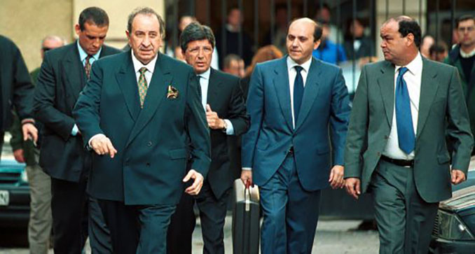 Gil, Cerezo y Del Nido saliendo de los juzgados - Odio Eterno Al Fútbol Moderno