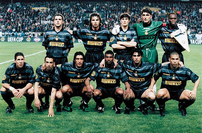 Inter de Milan en la temporada 1997-1998 - Odio Eterno Al Fútbol Moderno
