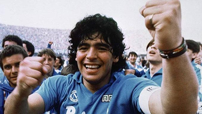 Maradona con la camiseta del SSC Napoli - Odio Eterno Al Fútbol Moderno