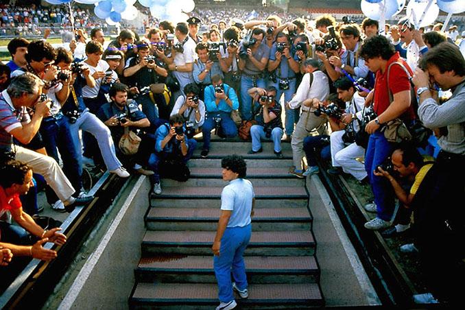 Maradona en la presentación con el SSC Napoli - Odio Eterno Al Fútbol Moderno