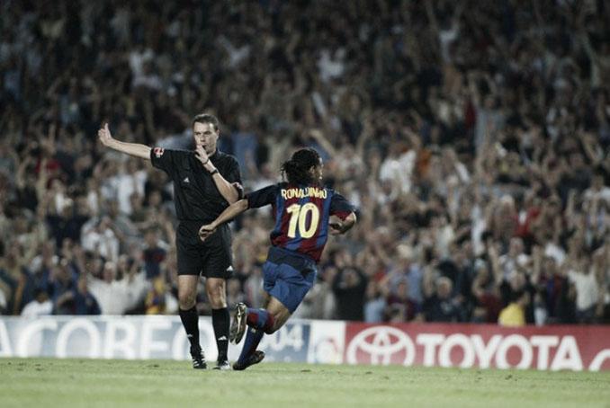 Ronaldinho regaló una de sus genialidades en el partido del gazpacho - Odio Eterno Al Fútbol Moderno