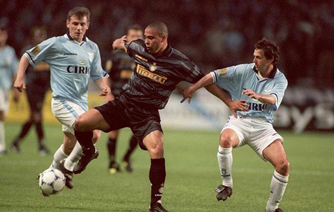 Ronaldo en la final de la Copa e la UEFA de 1998 - Odio Eterno Al Fútbol Moderno