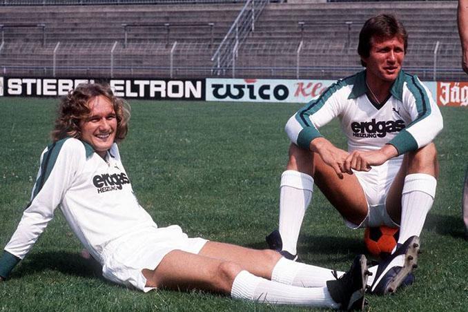 Allan Simonsen y Jupp Heynckes con la camiseta del Borussia Mönchengladbach - Odio Eterno Al Fútbol Moderno