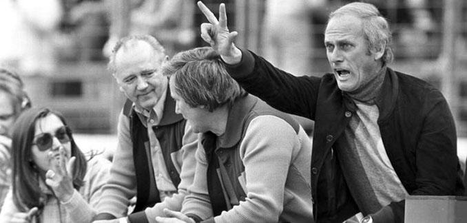 Udo Lattek indicando a sus jugadores los goles que hacían falta - Odio Eterno Al Fútbol Moderno