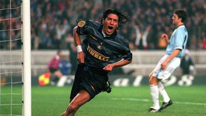 Zamorano celebrando su gol en la final de la Copa de la UEFA de 1998 - Odio Eterno Al Fútbol Moderno