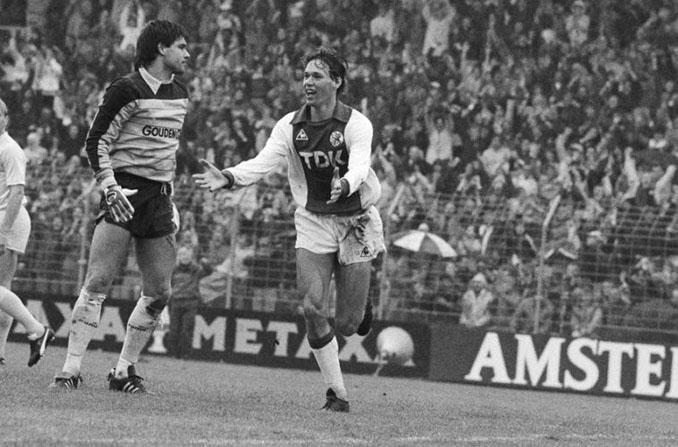 La chilena de Van Basten, uno de los mejores goles en la carrera del delantero tulipán - Odio Eterno Al Fútbol Moderno