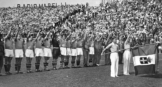 Italia realiza el saludo fascista antes su primer partido en el Mundial 1934 - Odio Eterno Al Fútbol Moderno