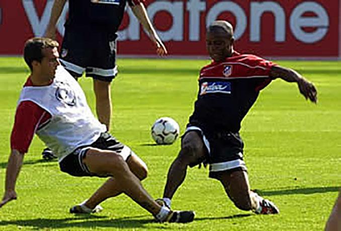 Amaya y Lawal en un entrenamiento con el Atlético de Madrid - Odio Eterno Al Fútbol Moderno