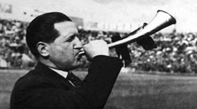 Oreste Bolmida con su trompeta en el Stadio Filadelfia - Odio Eterno Al Fútbol Moderno