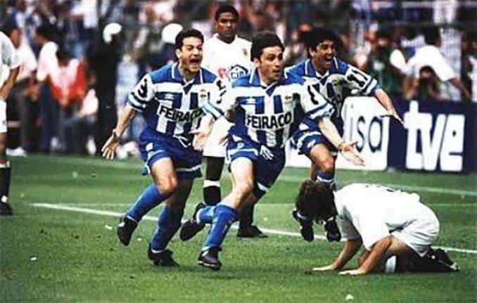 Alfredo, Manjarín y Bebeto celebrando el gol que decidió la Copa del Rey de 1995 - Odio Eterno Al Fútbol Moderno