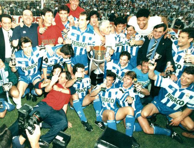 Jugadores del Deportivo de La Coruña celebrando la Copa del Rey de 1995 - Odio Eterno Al Fútbol Moderno
