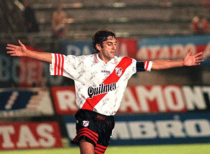 El mejor gol de Francescoli en River fue ante Racing Club - Odio Eterno Al Fútbol Moderno