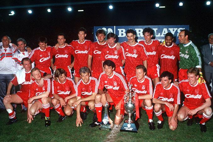 Plantilla del Liverpool con el título de Liga de 1990 - Odio Eterno Al Fútbol Moderno
