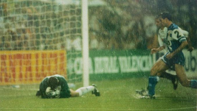 El terreno de juego quedó impracticable en la final de la Copa del Rey de 1995 - Odio Eterno Al Fútbol Moderno
