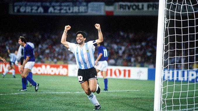Maradona celebrando el gol del empate en la semifinal del Mundial 1990 - Odio Eterno Al Fútbol Moderno