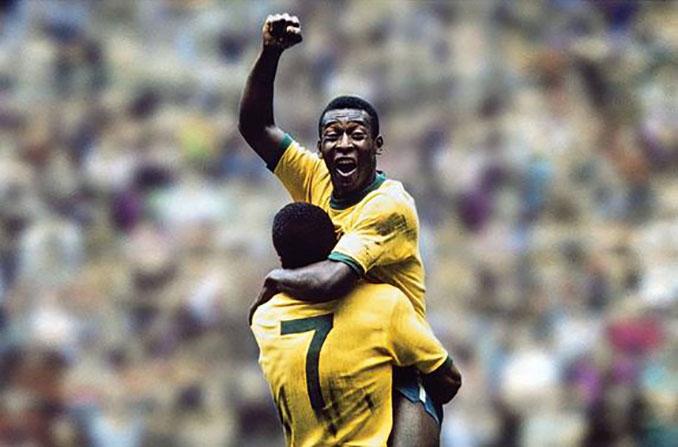 Pelé y Jairzinho celebrando el primer gol en la final del Mundial 1970 - Odio Eterno Al Fútbol Moderno