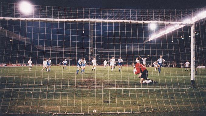 González paró el penalti de Djukic y el sueño de la Liga se esfumó para el Deportivo - Odio Eterno Al Fútbol Moderno