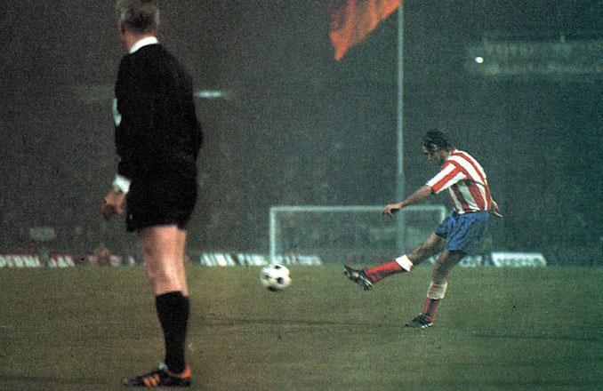 El gol de Luis Aragonés puso en ventaja al Atleti en la final de la Copa de Europa de 1974 - Odio Eterno Al Fútbol Moderno
