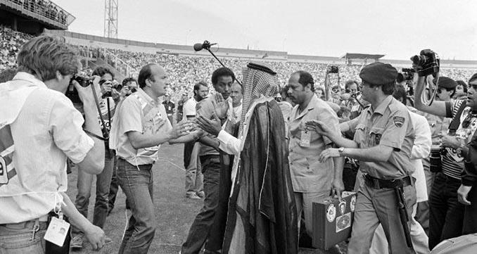 El jeque paró el encuentro Francia vs Kuwait del Mundial 1982 - Odio Eterno Al Fútbol Moderno
