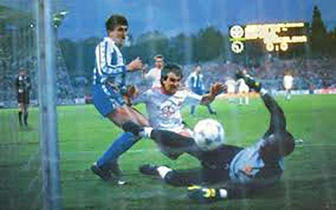 El Bayer Leverkusen fue un rodillo en la vuelta de la final de la Copa de la UEFA 87-88 - Odio Eterno Al Fútbol Moderno