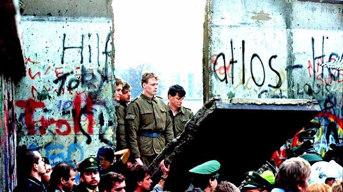 Caída del Muro de Berlín - Odio Eterno Al Fútbol Moderno