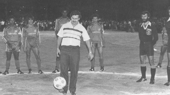 Pablo Escobar con su querido Atlético Nacional - Odio Eterno Al Fútbol Moderno