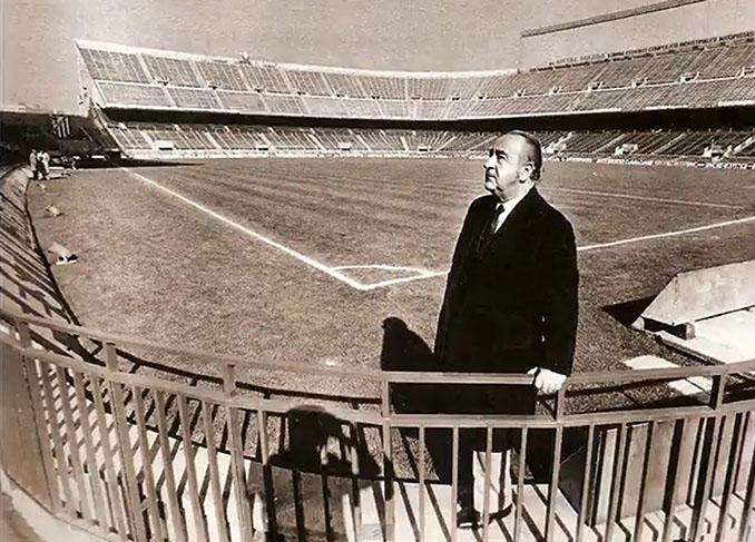 Vicente Calderón en el Estadio Manzanares al que daría nombre años después - Odio Eterno Al Fútbol Moderno