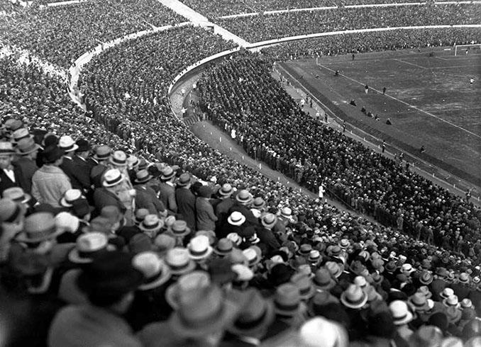 Estadio Centenario en la Copa del Mundo de 1930 - Odio Eterno Al Fútbol Moderno