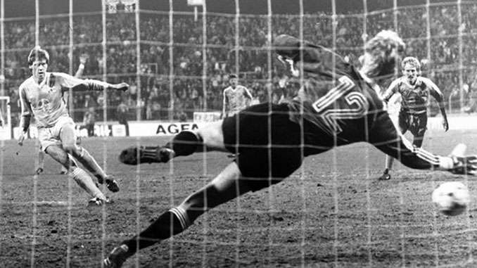 Wolfgang Funkel marcó dos goles en la mayor remontada de la historia - Odio Eterno Al Fútbol Moderno