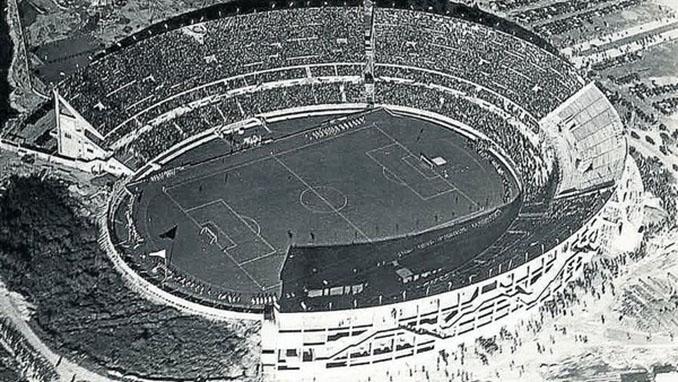 Hasta la construcción de la cuarta tribuna se le conocía como Herradura Monumental -. Odio Eterno Al Fútbol Moderno