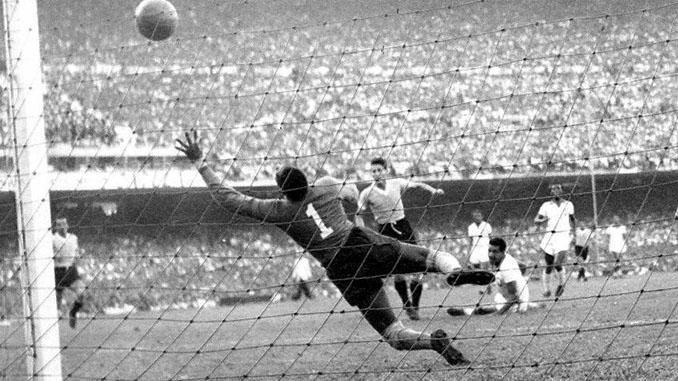 Schiaffino marcó el primer gol uruguayo en el Maracanazo - Odio Eterno Al Fútbol Moderno