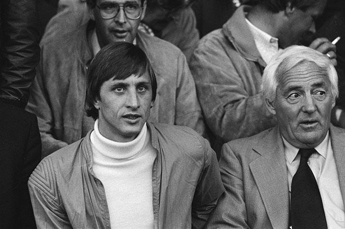 Cruyff junto a su suegro y representante Cor Coster - Odio Eterno Al Fútbol Moderno