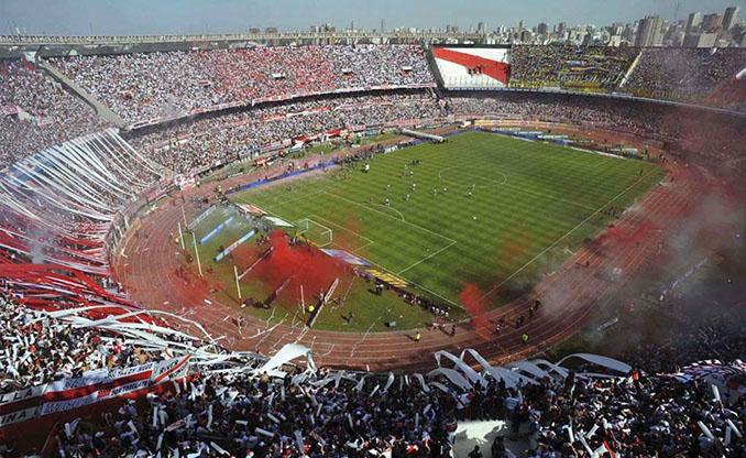 La grada de El Monumental llena de colorido - Odio Eterno Al Fútbol Moderno