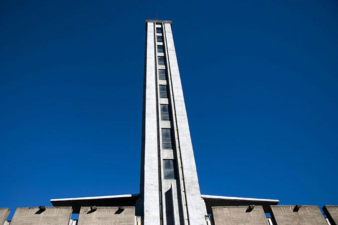 Torre de los Homenajes del Estadio Centenario - Odio Eterno Al Fútbol Moderno