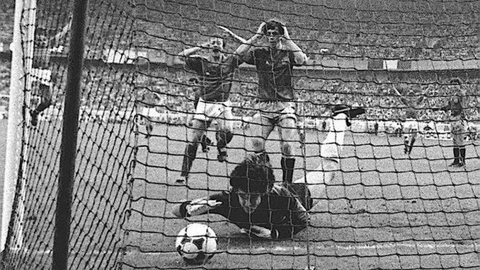 Arconada en la final de la Eurocopa de 1984 - Odio Eterno Al Fútbol Moderno