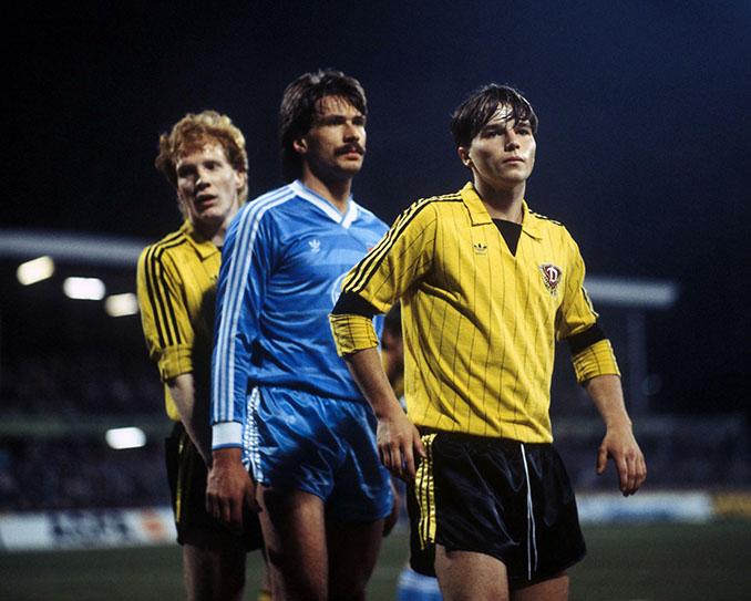 Partido entre el Bayer Uerdingen y Dinamo Dresde de la Recopa de 1986 - Odio Eterno Al Fútbol Moderno