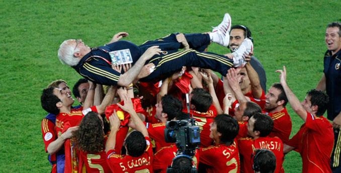Luis Aragonés en la Eurocopa de 2008 - Odio Eterno Al Fútbol Moderno