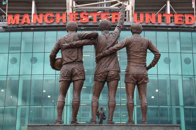 Estatua de la United Trinity a las puertas de Old Trafford - Odio Eterno Al Fútbol Moderno