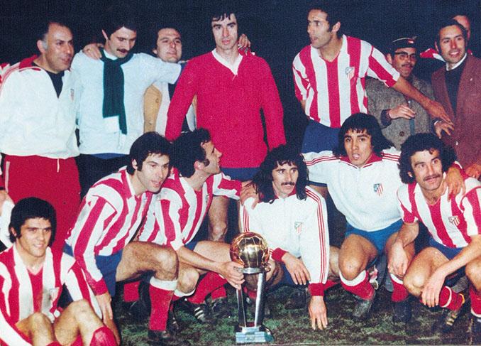 Jugadores del Atlético durante la celebración de la Intercontinental del 74 - Odio Eterno Al Fútbol Moderno
