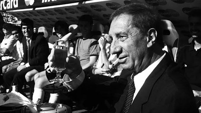 Bilardo durante su última etapa en el banquillo de Estudiantes de La Plata - Odio Eterno Al Fútbol Moderno
