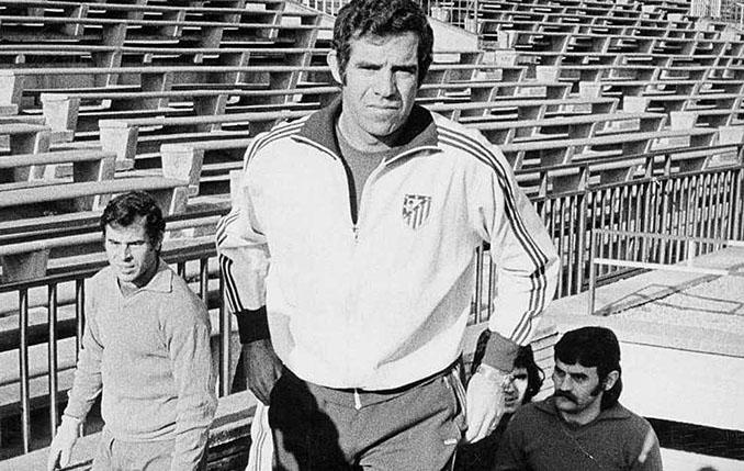 Luis Aragonés en sus inicios como entrenador del Atlético de Madrid - Odio Eterno Al Fútbol Moderno