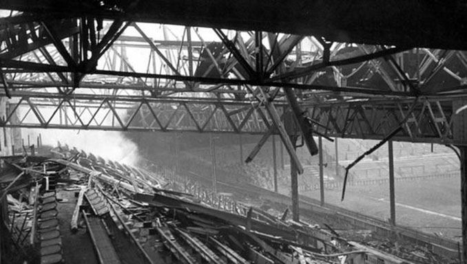 Old Trafford quedó destruido tras el bombardeo alemán en 1941 - Odio Eterno Al Fútbol Moderno