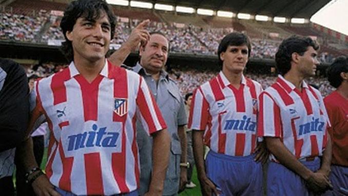 Futre durante su presentación junto a otros jugadores en el Atlético de Madrid - Odio Eterno Al Fútbol Moderno