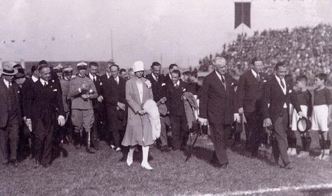 Inauguración del Stadio Filadelfia - Odio Eterno Al Fútbol Moderno