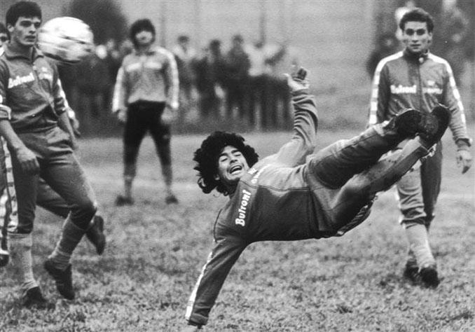 Maradona en el partido benéfico de Acerra - Odio Eterno Al Fútbol Moderno